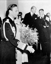Photograph of King George VI showing his bandaged fingers