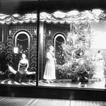 Photograph of a store window showing mannequins beside a Christmas tree, Vancouver, British Columbia, 1916